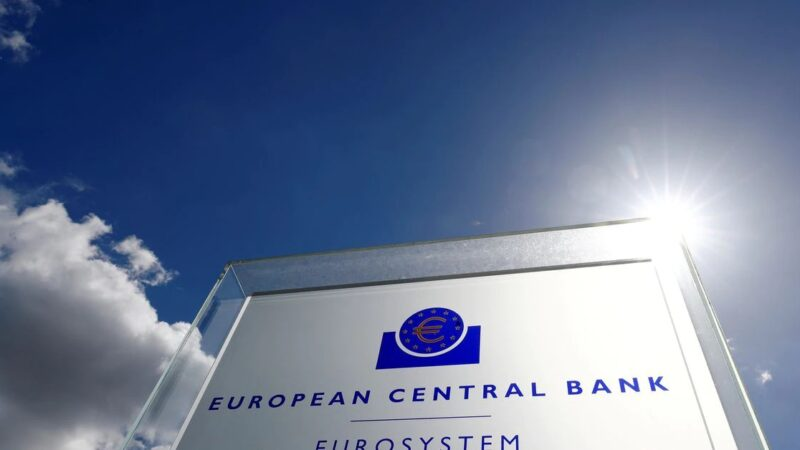 ECB policymakers set for showdown on policy path