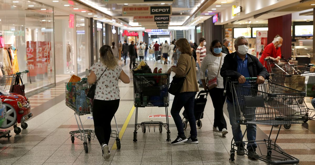 Euro zone inflation easing confirmed, trade surplus dips
